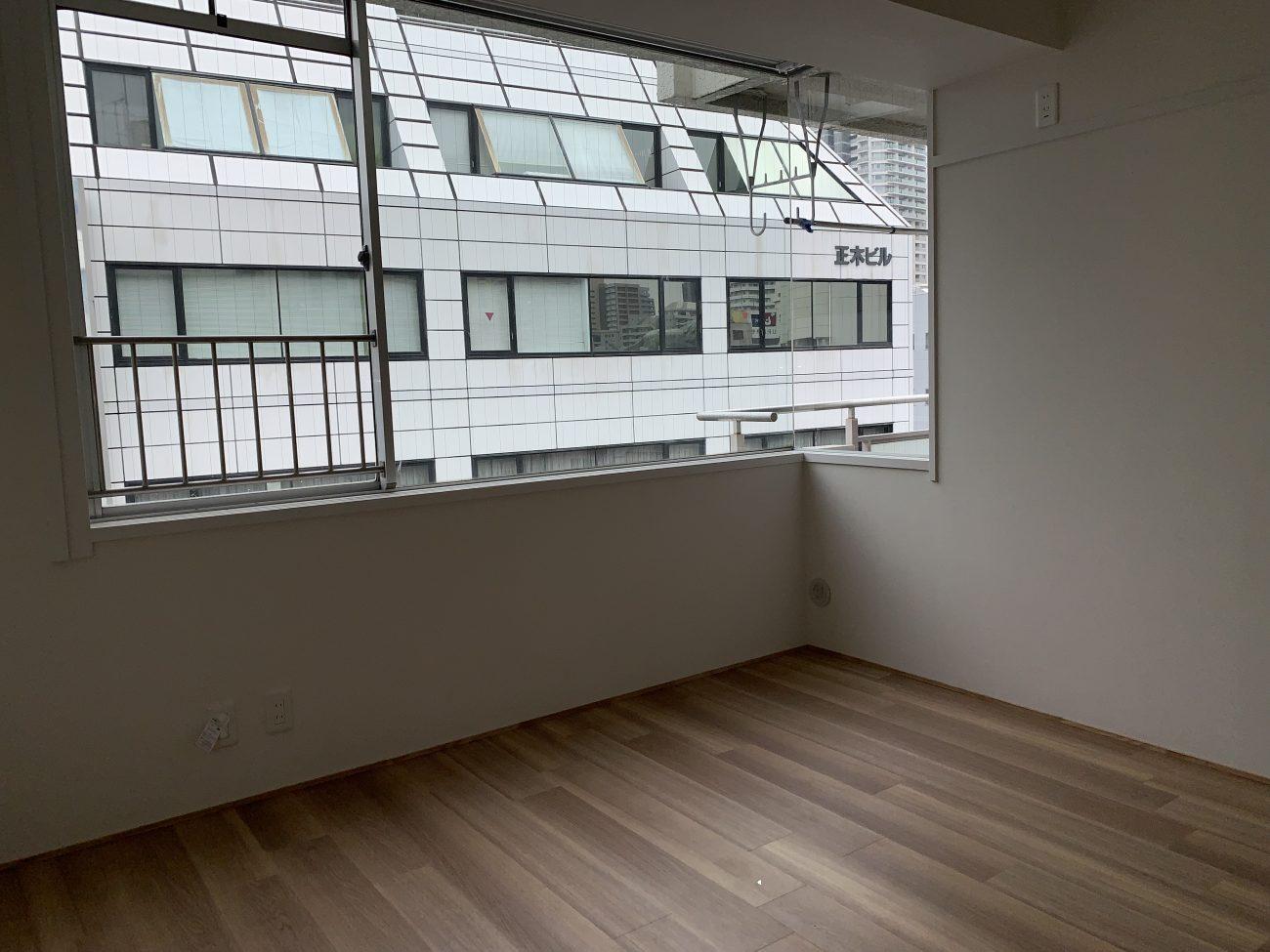 グレイッシュカラーが際立つ、ゆったり部屋【川口駅・賃料UP・空室解消リノベーション事例】の画像