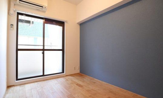 青と無垢床【戸越銀座で空室解消・賃料UPリノベーション】の画像