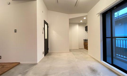 祖師ヶ谷大蔵 築28年 RC 35m2 リビング廊下土間仕上げリノベーションで工事中に満室の画像