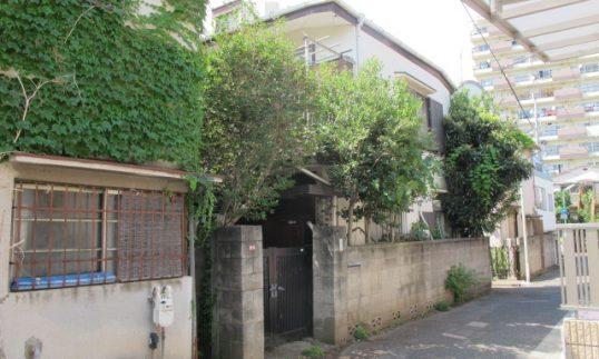 西荻窪 庭木が生い茂る築50年木造アパートをルーバーで開放的な外構にリニューアルの画像
