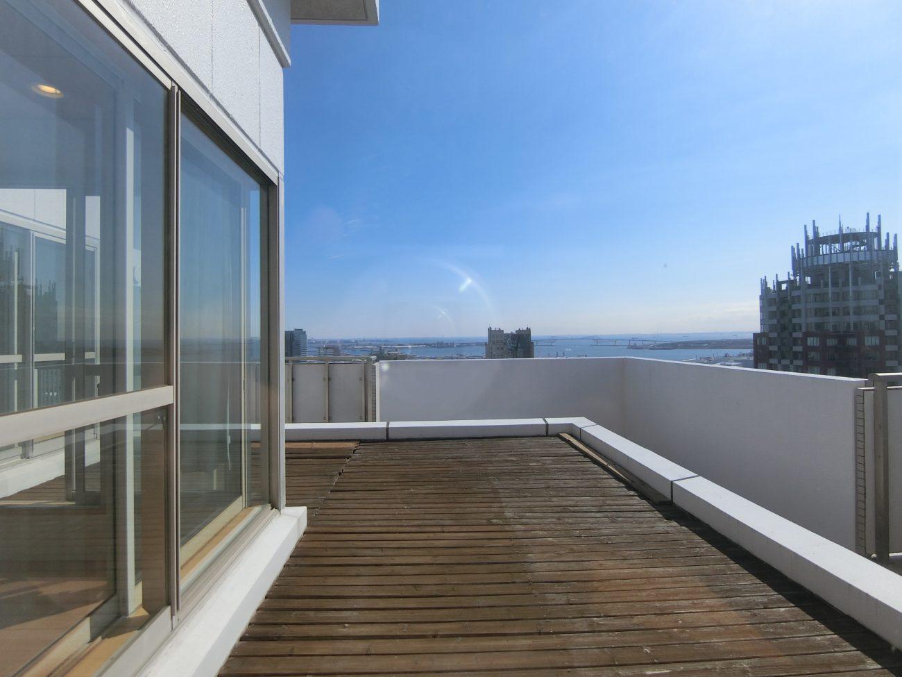 お台場海浜公園 築25年33Fタワーマン最上階99m2 水廻りリノベで賃料8万円アップ(32万⇒40万)の画像