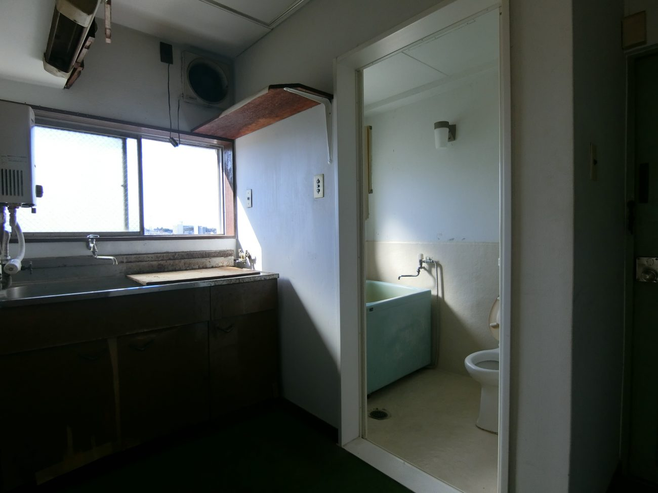 三軒茶屋 築50年 SRC 19㎡ 狭小古部屋をナチュラル1Rにフルリノベで完成前に満室の画像
