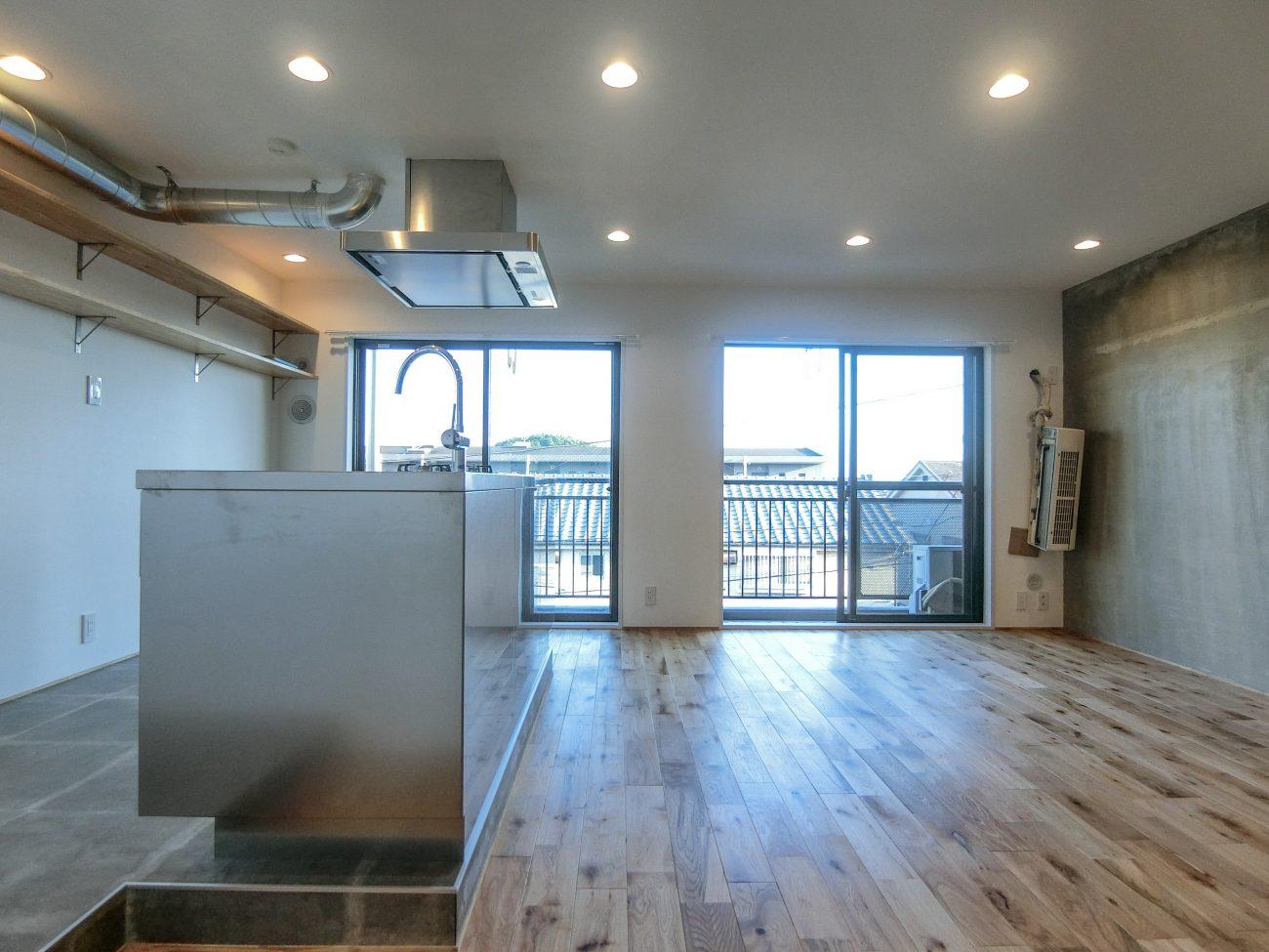 祖師ヶ谷大蔵 築28年 RC 50m2 アイランドキッチンが映える自宅用リノベの画像